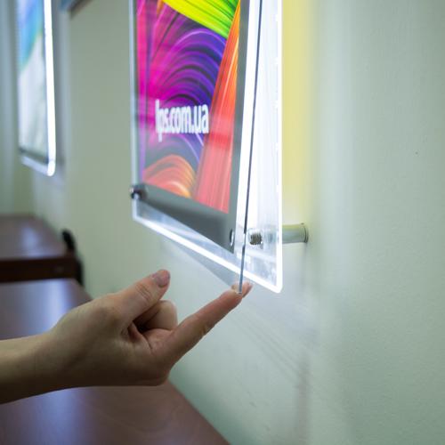 подвесные на тросах двухсторонние тонкие световые панели (лайтиксы, фреймлайты) Crystal с торцевой LED подсветкой Inlight (zilight z-light raygler)